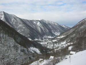 Vue la vallée d'Ustou depuis les prés en amont de la maison